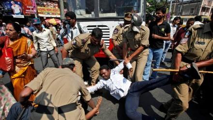 ہندوستان کی دو ریاستوں میں خونریز جھڑپیں، متعدد ہلاک و زخمی