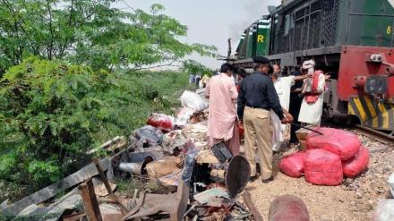 پاکستان میں وین ٹرین سے ٹکراگئی، 19 افراد ہلاک