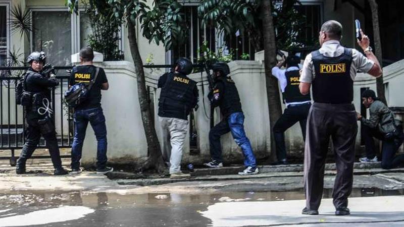 انڈونیشیا میں گرجا گھر کے باہر خودکش دھماکہ