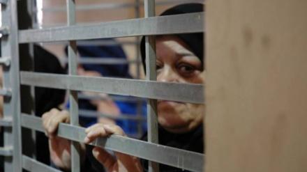 خواتین فلسطینی قیدیوں پر صیہونی فوجیوں کا حملہ