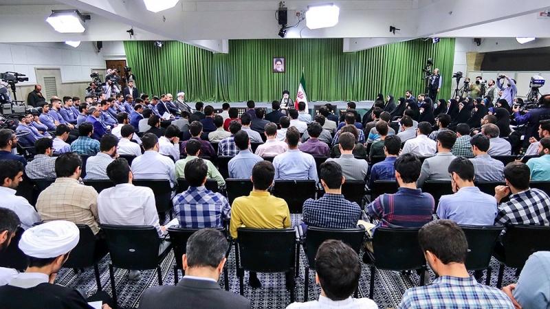 رہبر انقلاب اسلامی سے عالمی اولمپیاڈ اور والیبال  کے کھلاڑیوں کی ملاقات
