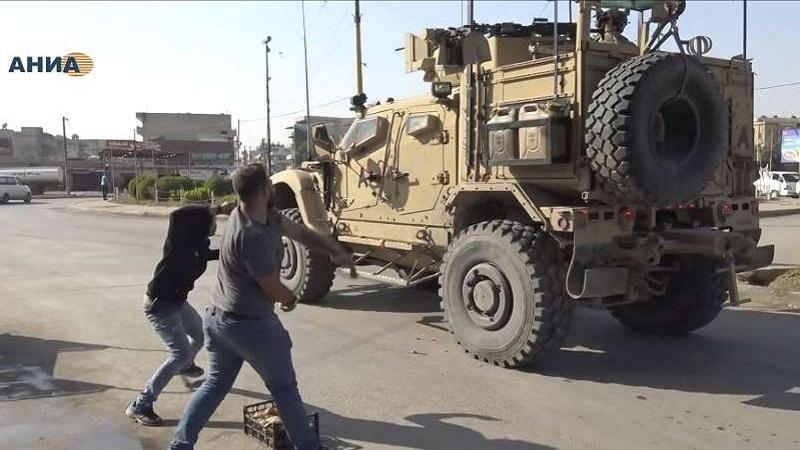 Sirijski Kurdi bacali krompir na američka vojna vozila