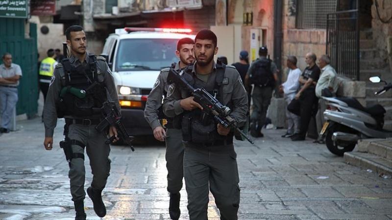 Izraelski vojnici vrijeđali i napadali Palestinca pred malim djetetom
