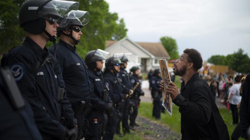 تو امریکہ میں سیاہ فام بھی نسل پرست ہوتے ہیں ! امریکی حکومت کا انصاف ... حیران کرنے والا واقعہ