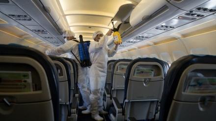 تہران ایئرپورٹ، پروازوں کو ڈس انفیکٹ کرتا ہوا میڈیکل اسٹاف