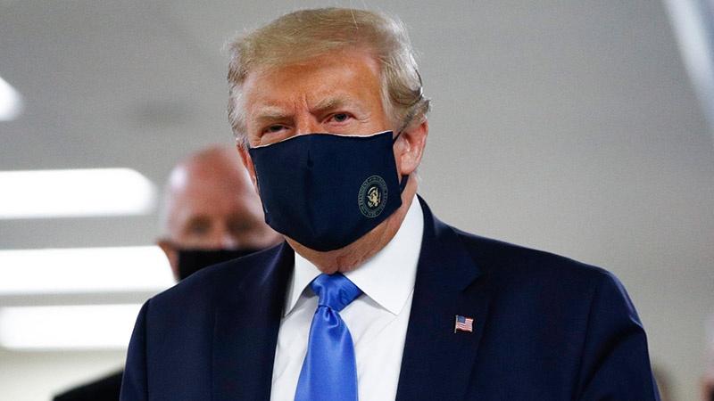امریکی صدر ٹرمپ نے ہتھیار ڈال دیئے، ماسک لگانا شروع کر دیا