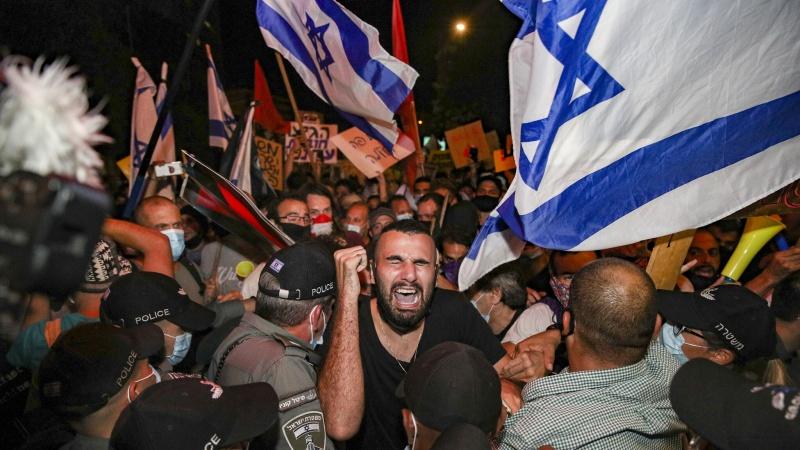 Fələstinin işğal olunmuş ərazilərində minlərlə sionist Netanyahunun korrupsiyasına qarşı aksiya keçirib
