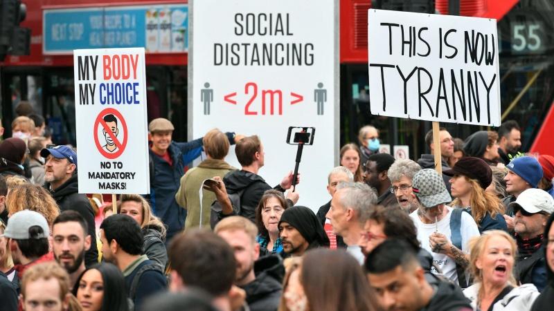 برطانیہ میں کورونا سے متعلق پابندیوں کے خلاف مظاہرے