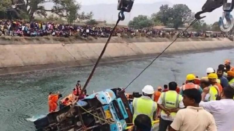 ہندوستان میں بس حادثہ، 37 ہلاک