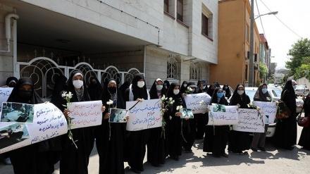 مشہد کی لڑکیوںکا کابل کے دہشت گردانہ واقع کے خلاف مظاہرہ