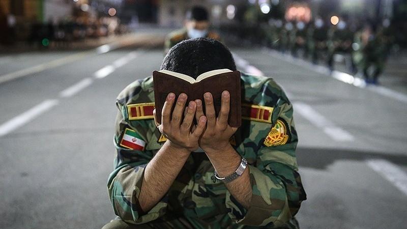 قرآن و علی (ع) کے سائے میں تربیت پاتے ایرانی فوجی