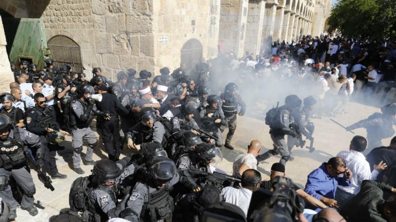 مسجد الاقصی پر صیہونی فوجیوں کے حملے سے محمود عباس برہم، فوری اجلاس طلب کرنے کا مطالبہ