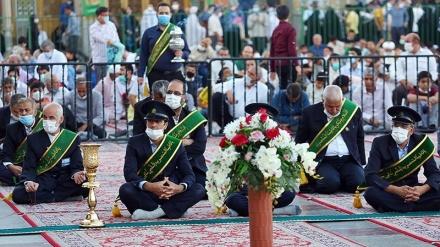 حرم حضرت معصومہ(س) کے طلائی گنبد کے علم کی تبدیلی کی تقریب