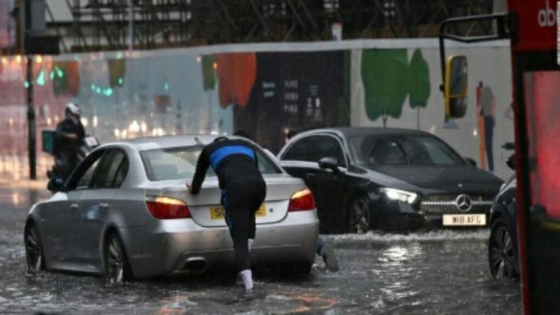 Poplavljene bolnice u Londonu