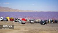 Urmiyə Gölünün rəngi qırmızıya çalır