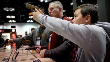 Shtimi i numrit të blerësve të armëve, krijon mungesë të municionit të armëve në Amerikë