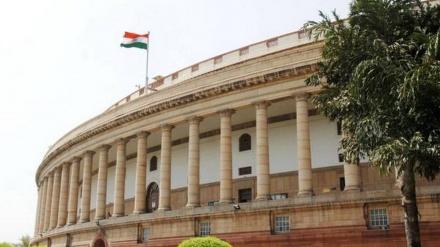 حکومت کی عدم جوابدہی پر ہندوستان کی پارلیمنٹ میں اپوزیشن کا ہنگامہ، کارووائی معطل، وزیر اعظم مودی نے تنقید کی