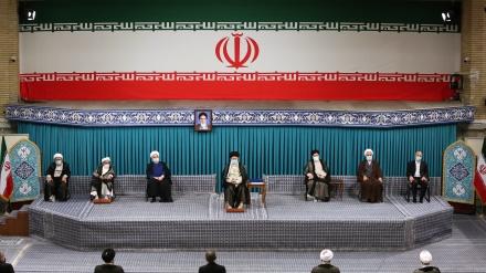 ایرانی عوام نے انتخابات میں بھرپور شرکت کے ذریعے دشمن کو دنداں شکن جواب دیا، دشمن کی تشہیراتی مہم کا ہوشیاری سے مقابلہ کیا جائے: رہبر انقلاب اسلامی