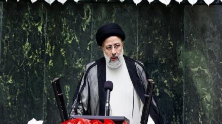 Rəisi İranın yeni prezidenti kimi and içdi
