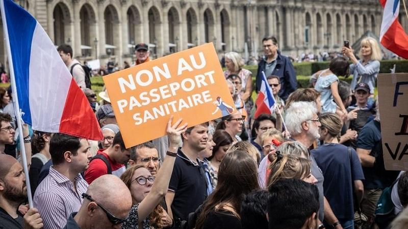 Francuzi i dalje protestuju protiv korona propusnica i vakcina