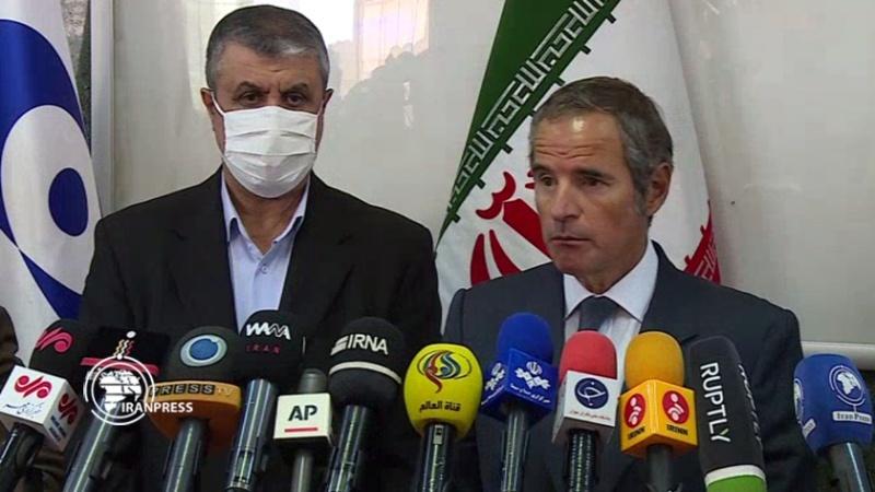 Mohammad Eslami (lijevo) i Rafael Grossi u Teheranu
