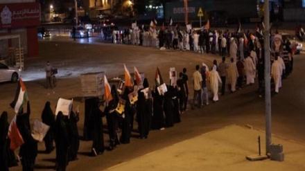 بحرینی عوام کا اپنے قائد شیخ عیسی قاسم کی حمایت میں مظاہرہ، آل خلیفہ کی ظاہری اصلاح کے دھوکے سے کیا خبردار