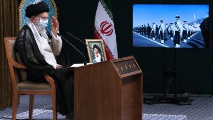 غیر قوتوں پر بھروسہ کرنے والے نقصان اٹھائیں گے، سکیورٹی کے میدان میں خود کفیل ہونے کے حوالے سے ایران نمونۂ عمل ہے: قائد انقلاب اسلامی